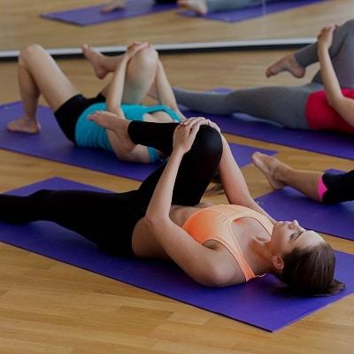 yoga en entreprise sur tapi